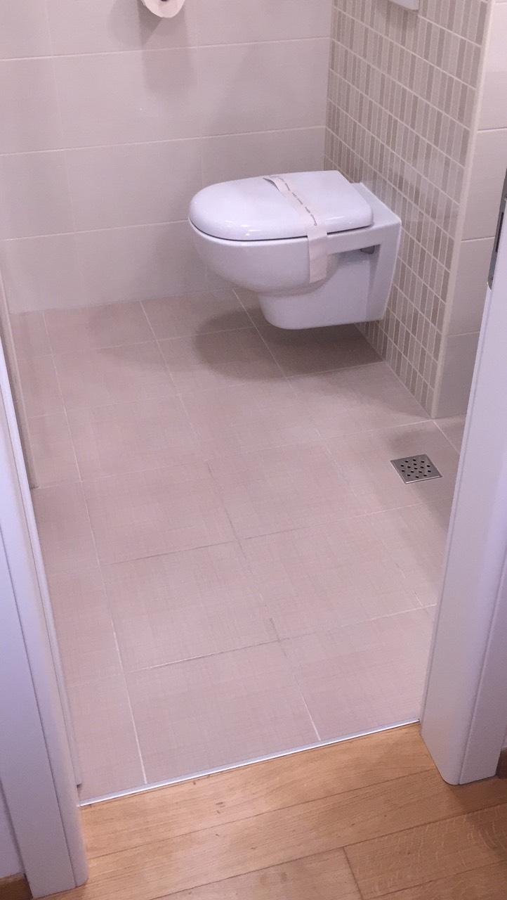 3-toilette-harmony-apartments white